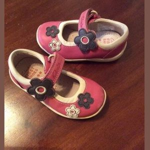Pre Owned Clarks US girls Toddler size US 4 shoes.